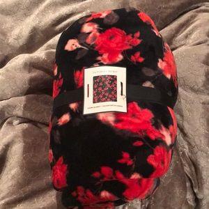 Victoria's Secret Sherpa blanket NWT